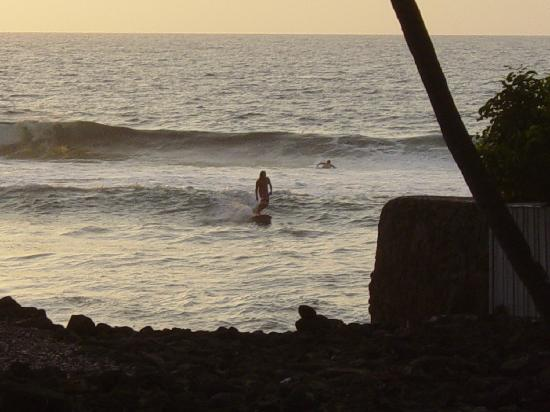 Kona Seaspray: watching surfers at sunset from the pool-lanai