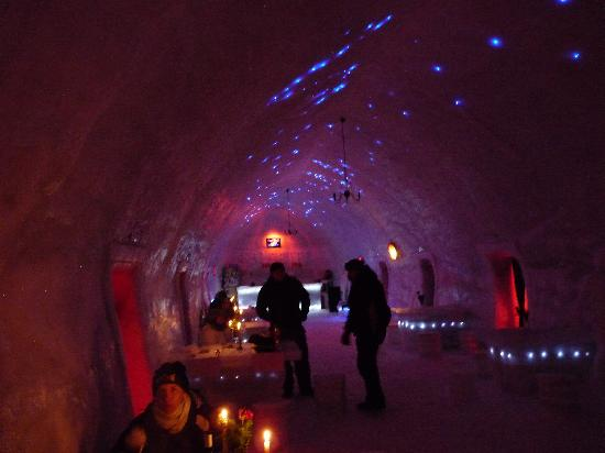 Ice Hotel Romania: Ice hotel Night