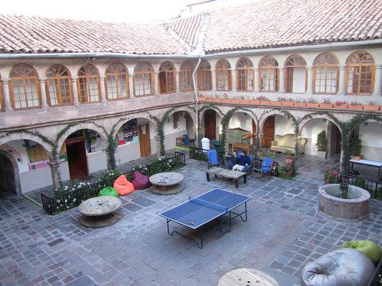 Pariwana Hostel Cusco: The court yard