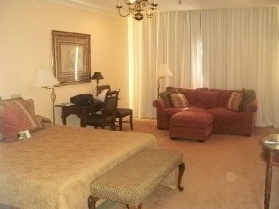 Haywood Park Hotel: Very nice plush room!