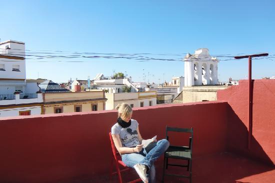 Hostel One Sevilla Centro: Terraza para relajar y disfrutar el sol