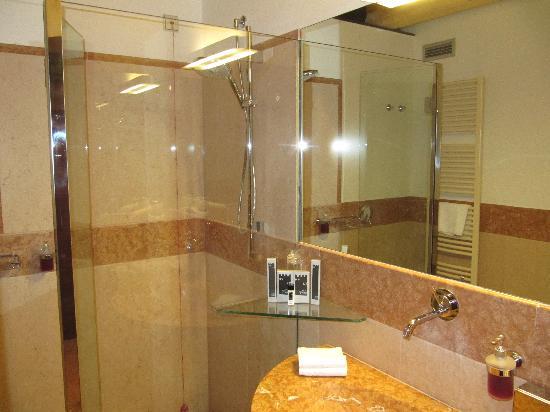 Bagno...bellissimo!!! - Picture of Hotel Veronesi La Torre ...