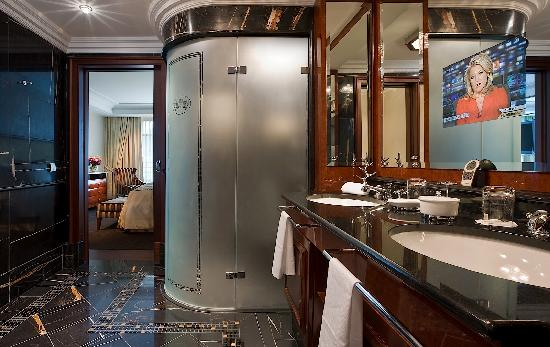 Breidenbacher Hof, a Capella Hotel: Presidential Suite Bathroom - Breidenbacher Hof, Dusseldorf, Germany