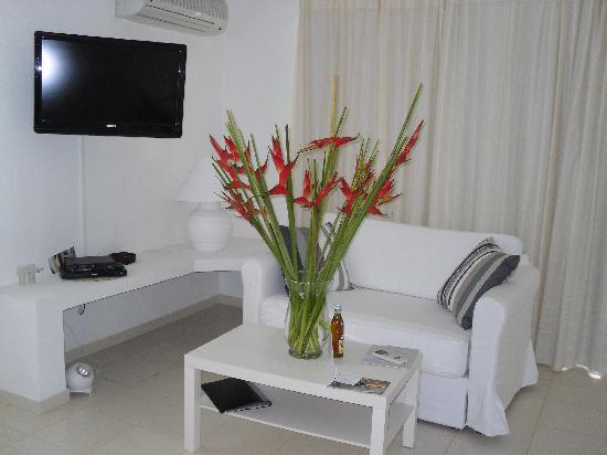 Casa Veintiuno: Fresh Flowers