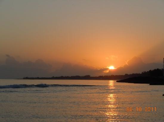 Sivananda Ashram Yoga Retreat: sunrise during one of their morning walks