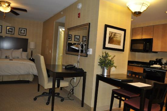 Homewood Suites by Hilton Newtown - Langhorne, PA : Amplia Hab