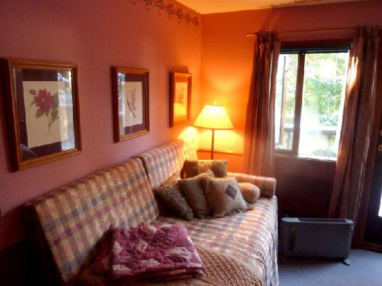 Inn at Clifftop Lane: Cozy Room