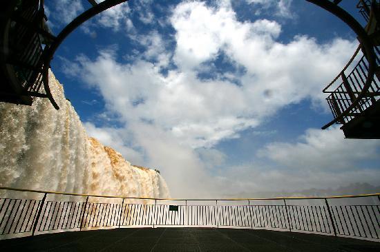 Фос-ду-Игуасу: Terrasse auf der brasilianische Seite der Iquacu Wasserfälle