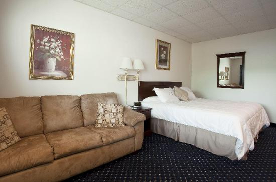 Asbury Inn & Suites: Standard King guest room