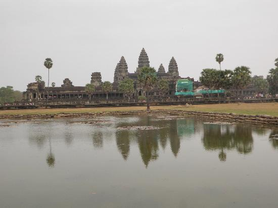 Happy Angkor Wat Tour: View of Angkor Wat... though there were restoration work done, it's still nice...