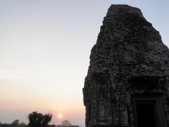 Happy Angkor Wat Tour: Sunset view from Pre Rup