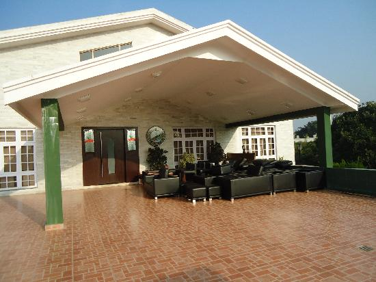 Eagleton The Golf Resort: the entrance to the main building