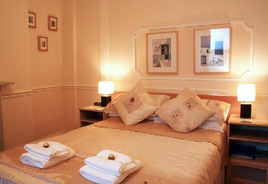 The Lawnswood Guest House: Double room