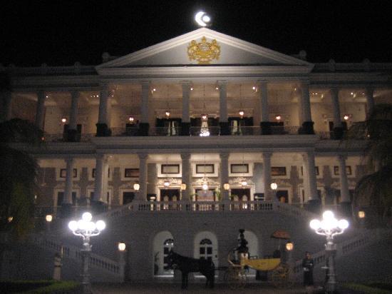 Taj Falaknuma Palace: Shaped like a scorpion, this 1883 made wonder was incredible...