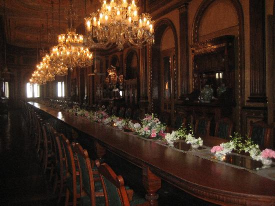 Taj Falaknuma Palace : The world's longest table hosting 101 people at a time!