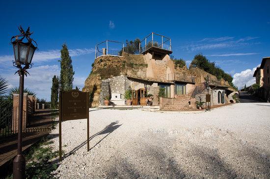 entrata del Borgo Relais Castrum boccea