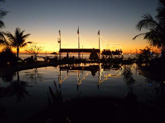 Aureum Palace Spa & Resort : Sunset over the pool and pirate ship bar