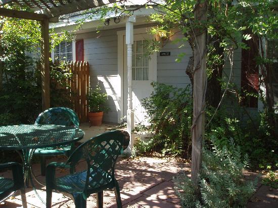 All Seasons Main Street Retreat: Quiet cottages