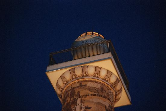 Astoria Column: at night