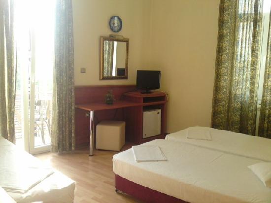 Hotel Diethnes: Triple room