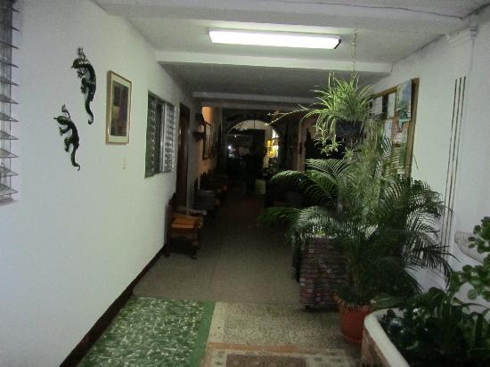 Posada La Merced Antigua: in hotel hallway