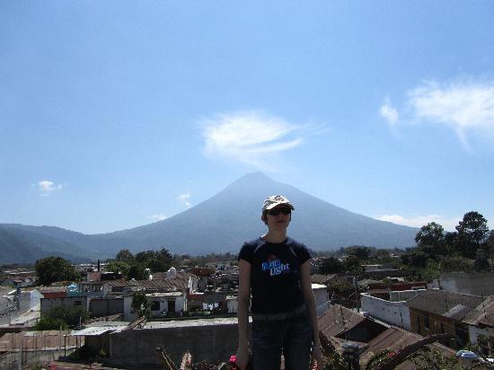 Posada La Merced Antigua: viewon the Volcano from roof