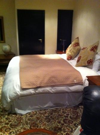 Foxwood Guest House: the bed
