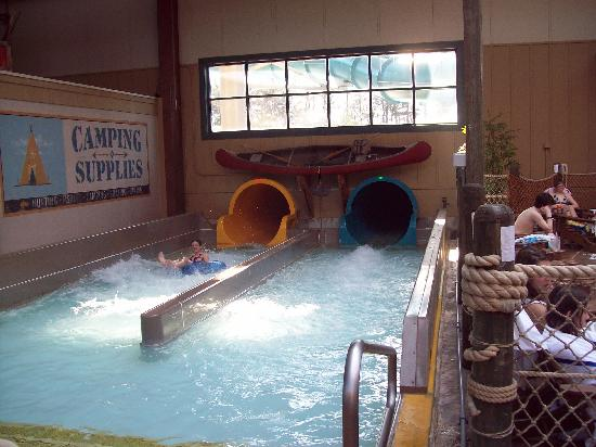 Six Flags Great Escape Lodge & Indoor Waterpark: Waterslides