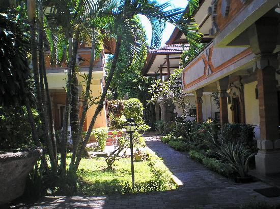 Kumala Hotel: Kamala walkway