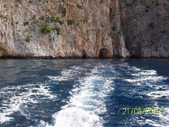 Villaggio Marbella Club: giro in barca per visita alle grotte