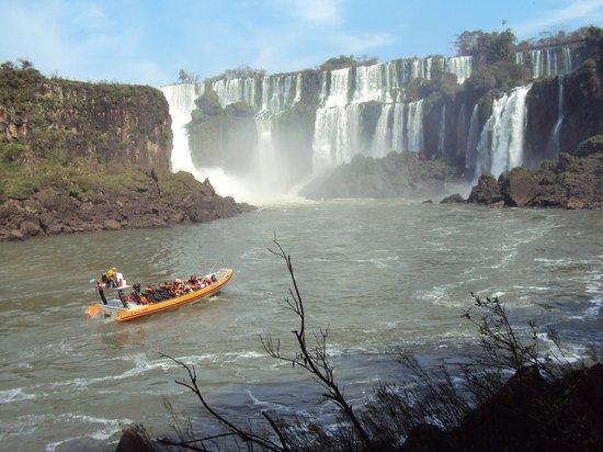 "Parque Nacional Iguazú, Argentina: 9.-Cataratas- excursión ""aventura naútica"""