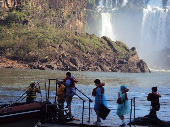 "Parque Nacional Iguazú, Argentina: 7.-Cataratas- excursión ""aventura naútica"""