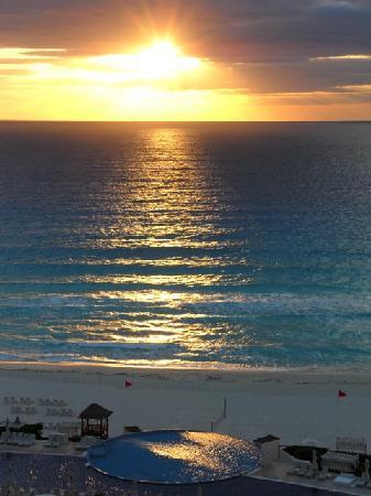 Live Aqua Beach Resort Cancun : dawn