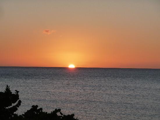 Kalinago Beach Resort: Sun set from our balcony