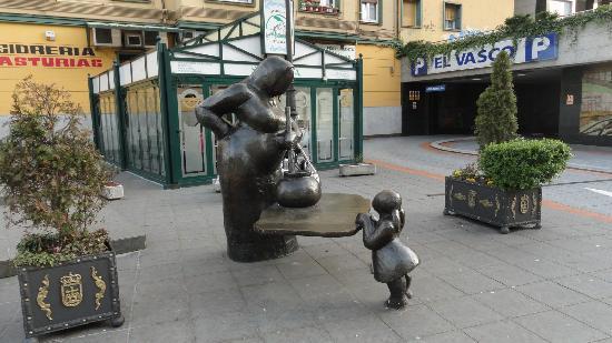 Oviedo, İspanya: La Guisandera