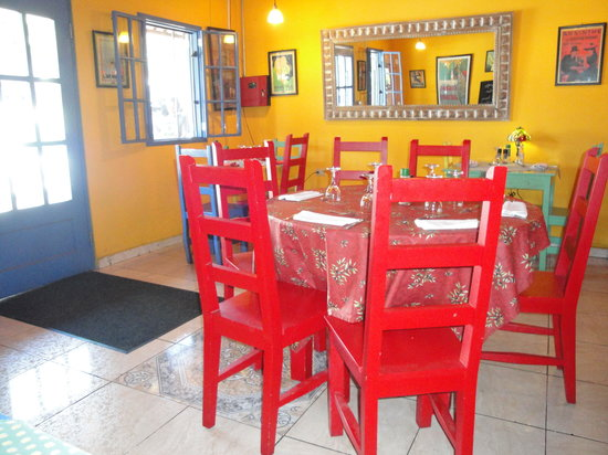 Boquete Art Cafe: Colorful Dining Room