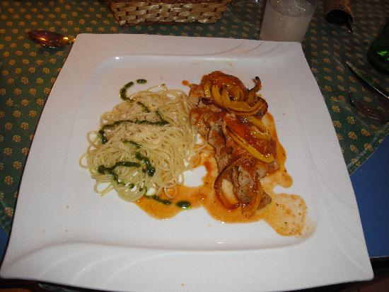 Boquete Art Cafe: Chicken with Pasta