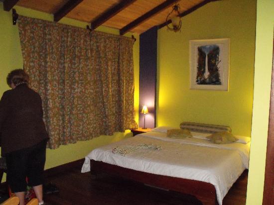 Posada J: Biggest bed I've ever seen in a hosteria