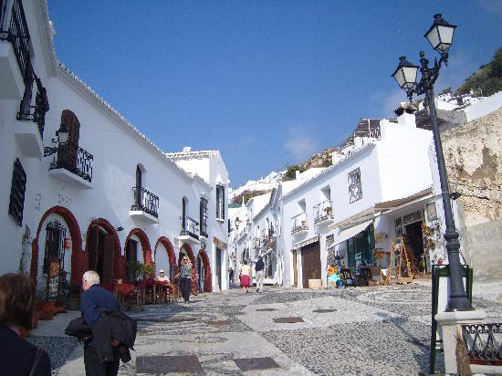 Frigiliana, Spagna: entrance to the old town
