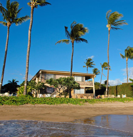 Kihei Kai Oceanfront Condos: Perfect location for whale watching in winter and long beach walks