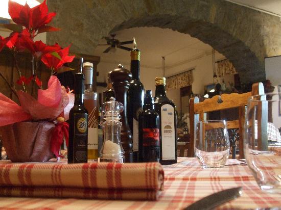 Antica Trattoria Le Barettine : alcuni dei diversi oli da abbinare alle nostre specialità