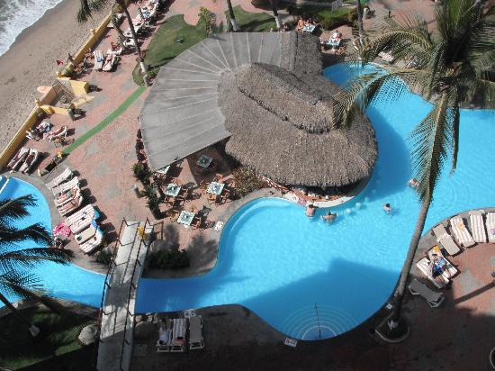 Plaza Pelicanos Grand Beach Resort: Roof view of pool