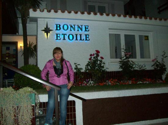 بون إيتوال هوتل: entrada del hotel