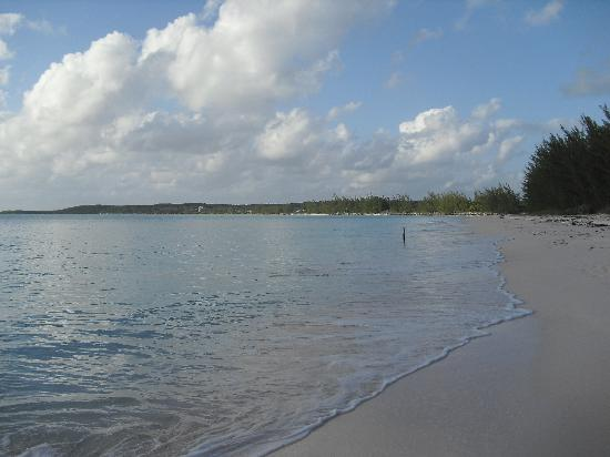 Shannas Cove Resort: The beach at Shannas Cove is beautiful and deserted.