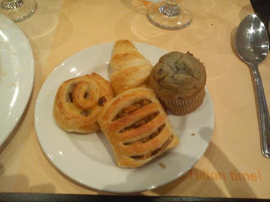 Hilton London Kensington : Breakfast room-pastries