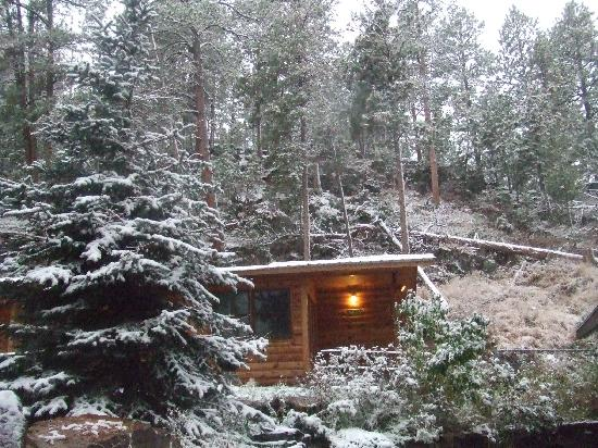 Hill City, SD: Winter at the Cabins in the Black Hills - PIne Rest Cabins