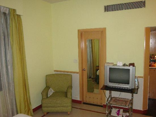 The Senator Hotel: Hotel Room