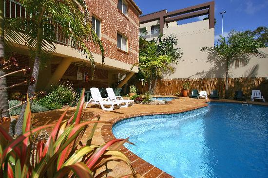 Terralong Terrace Apartments: Tranquil pool area