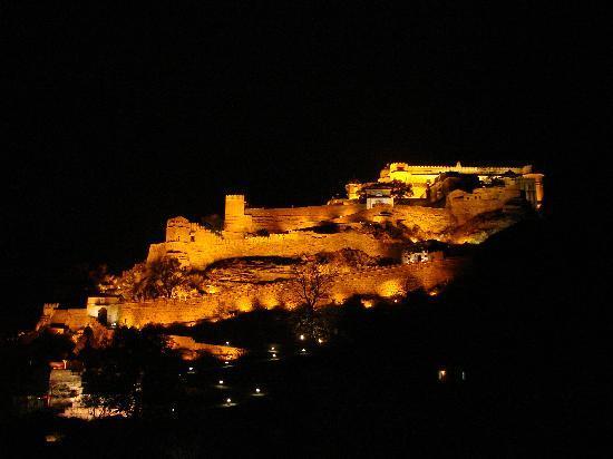 Club Mahindra Fort Kumbhalgarh: Beautiful fort kumbhalgarh - all lit
