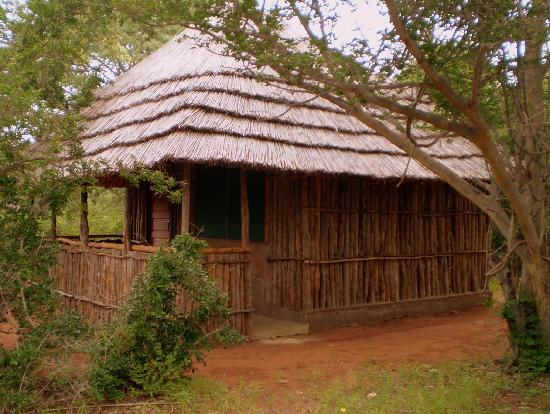 Covane Community Lodge: Traditional Unit at Covane Fishing & Safari Lodge